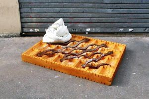 lor-k-french-artist-street-food-discarded-mattresses-designboom-02