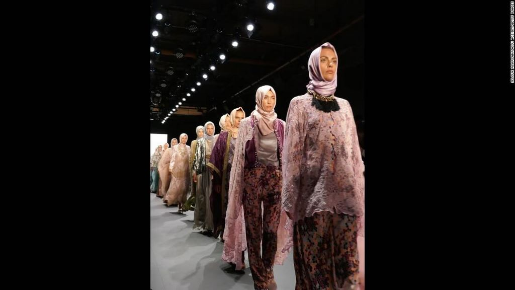 fashion-boom-the-first-in-history-collection-to-feature-hijabs5