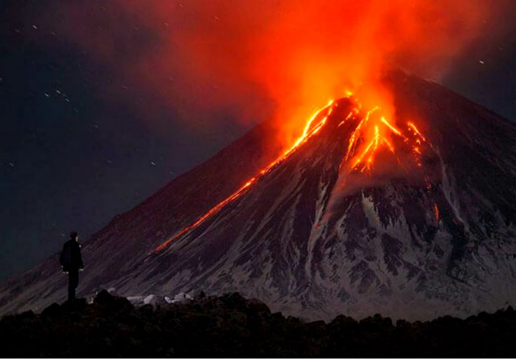 One Of The Highest Active Volcanoes In The World Puts On ...