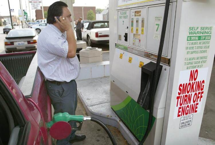 cell-phone-gas-pump