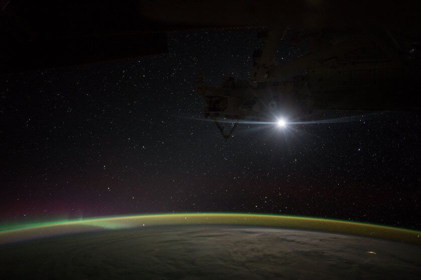 sky view in space station - photo #21
