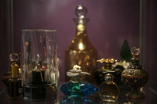 0x0-turkish-fragrance-specialist-recreates-4-century-old-scent-of-sacred-trusts-1486037347540-1