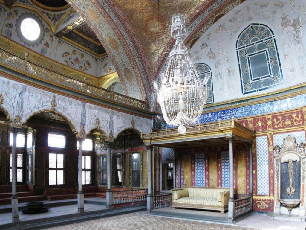 imperial_sofa_topkapi_march_2008pano2-1