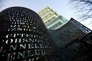 """The """"Kryptos"""" Sculpture At The Headquarters Of The CIA Contains A Secret Code"""