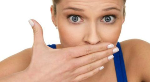 What To Eat To Avoid Garlic Breath - A Science-Backed Trick