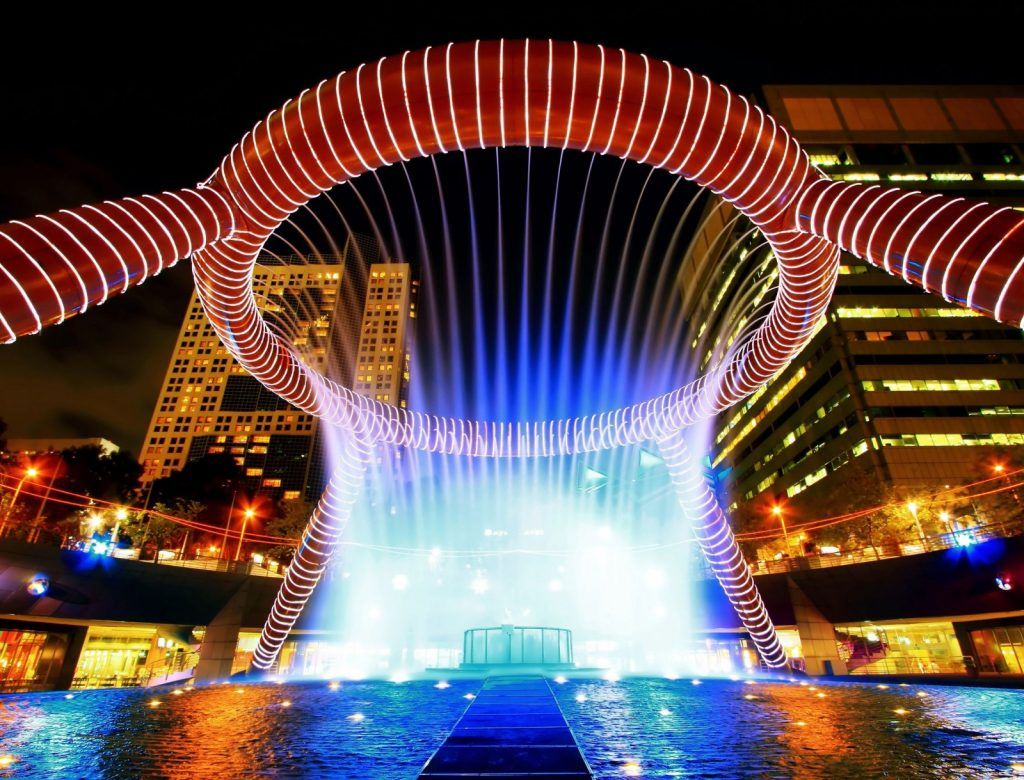 fountain-of-wealth-with-suntec-towers-at-dusk-in-singapore-1600x1219