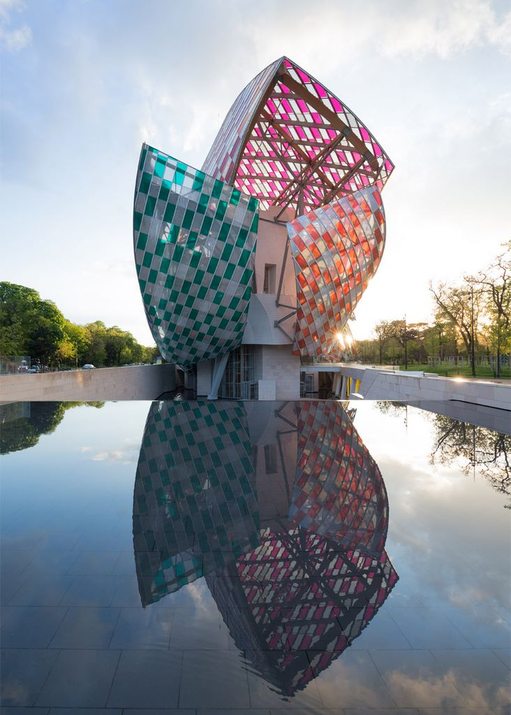observatory-of-light-fondation-louis-vuitton-multicoloured-installation-daniel-buren-frank-gehry-paris-france-glass_dezeen_936_13