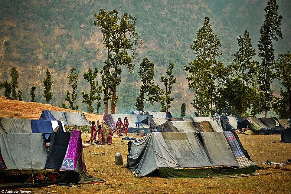 35D68DB200000578-3669621-Traditionally_the_Raute_people_stay_in_tents_made_from_leaves_an-a-8_1467613965968