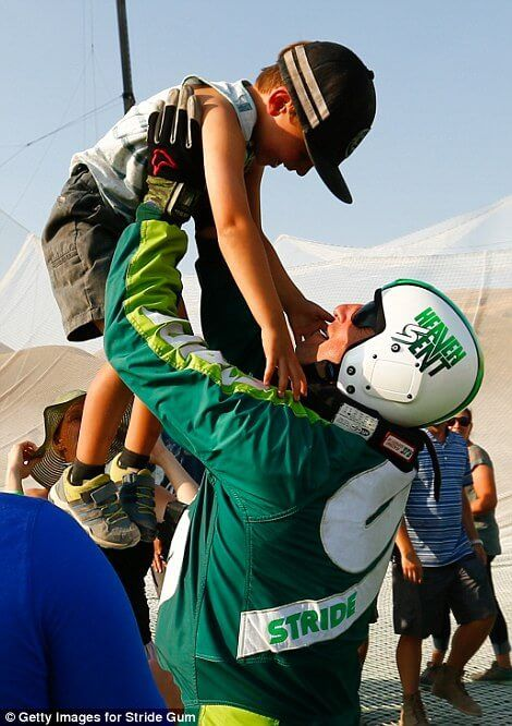 36BCF44A00000578-3716528-Aikins_celebrates_with_son_Logan_after_jumping_25_000_feet_from_-m-62_1469940658143