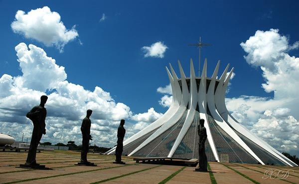 50-Extraordinary-Churches-brasilia-cathedral