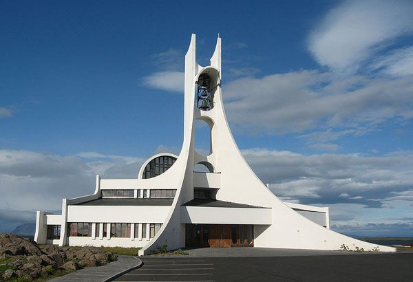 50-Extraordinary-Churches-stykkisholmskirkja3
