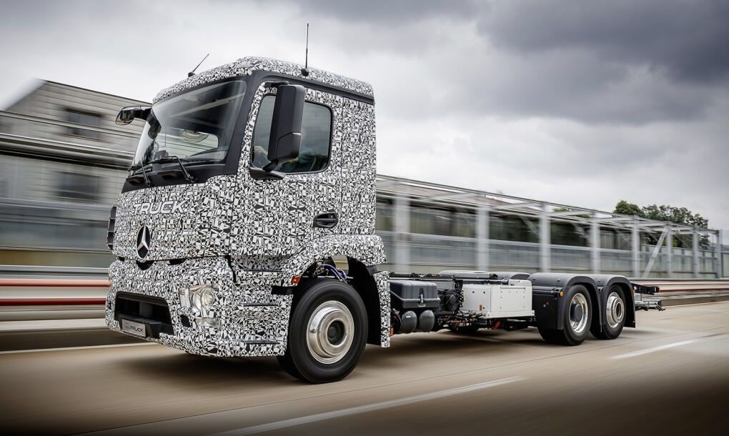 Mercedes-Benz-Urban-eTruck-1020x610