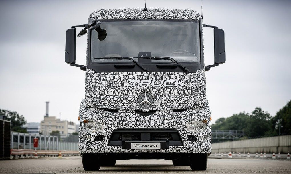 Mercedes-Benz-Urban-eTruck-Front-1020x610