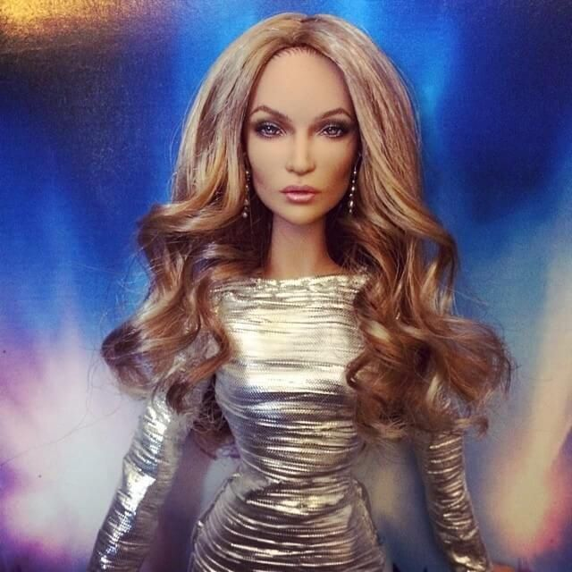 Incredible-Hyperrealistic-Dolls-Are-Pure-Celebrity's-Copies5