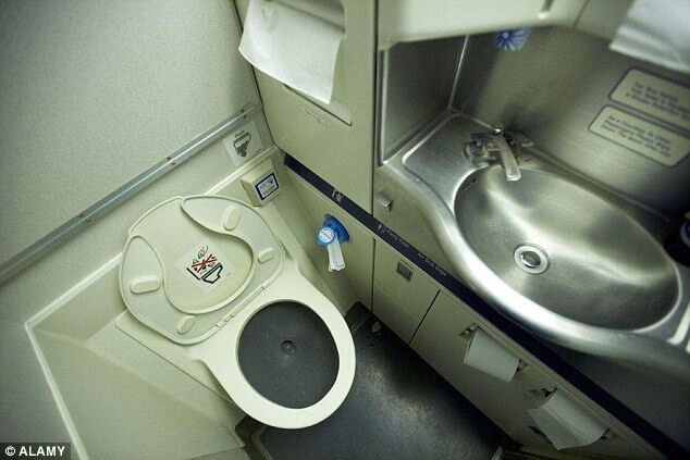 Unexpected:-The-Plane's-Dirtiest-Areas-Revealed5