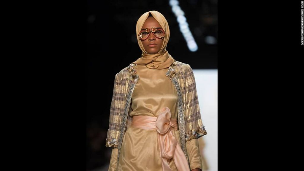fashion-boom-the-first-in-history-collection-to-feature-hijabs1