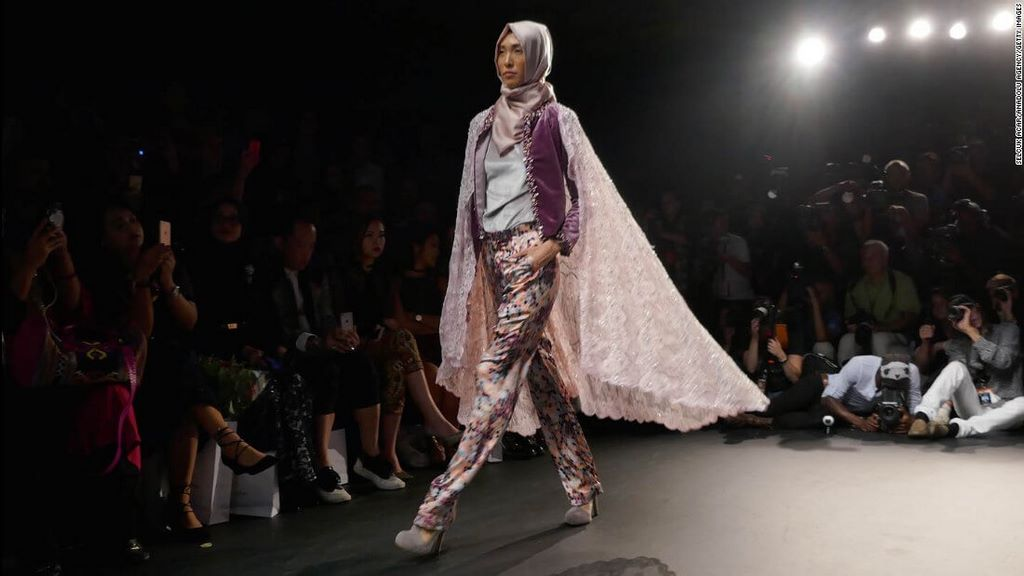 fashion-boom-the-first-in-history-collection-to-feature-hijabs2