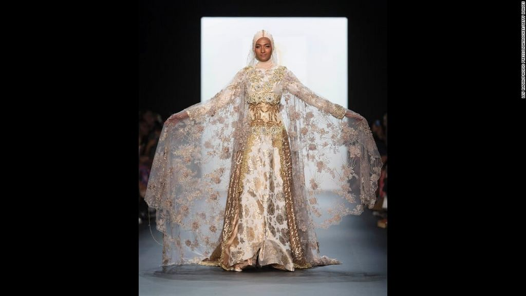 fashion-boom-the-first-in-history-collection-to-feature-hijabs3
