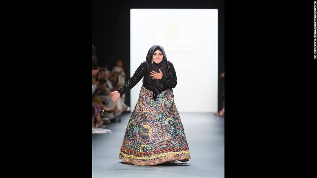 fashion-boom-the-first-in-history-collection-to-feature-hijabs7