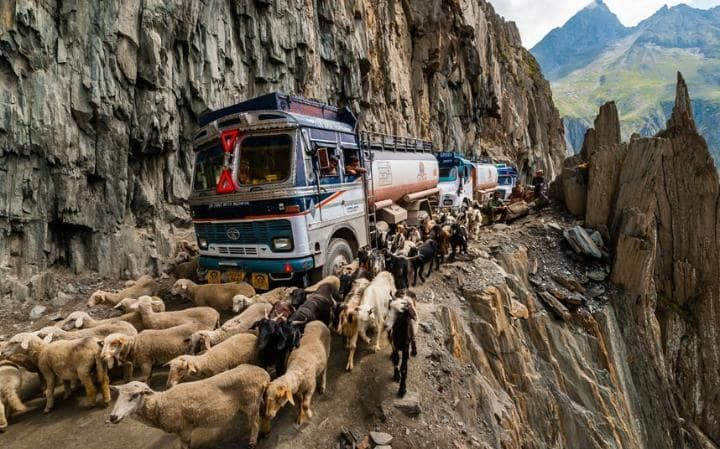 Be-Aware-Of-The- World's- Most -Dangerous-Roads8