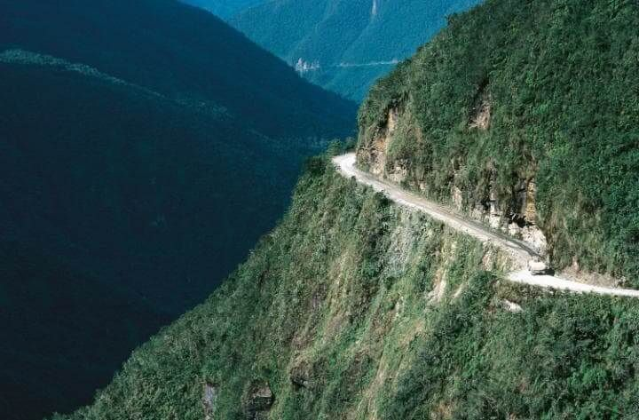 Be-Aware-Of-The- World's- Most -Dangerous-Roads15