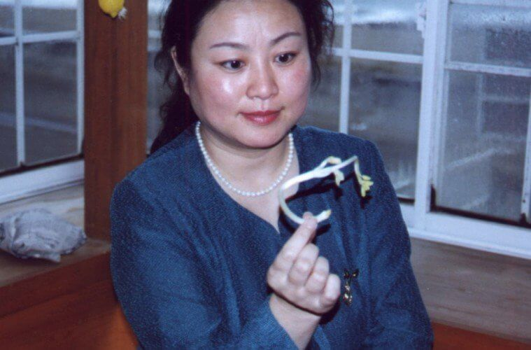 chinese-woman-psychic-growing-plant-seed-1