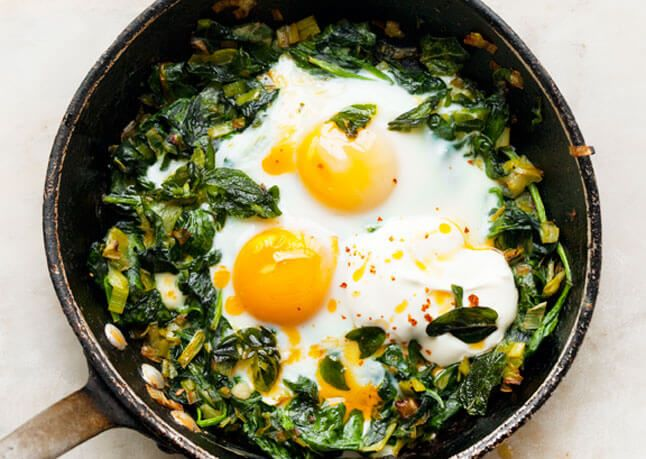 skillet-baked-eggs-with-spinach-yogurt-and-chili-oil-646
