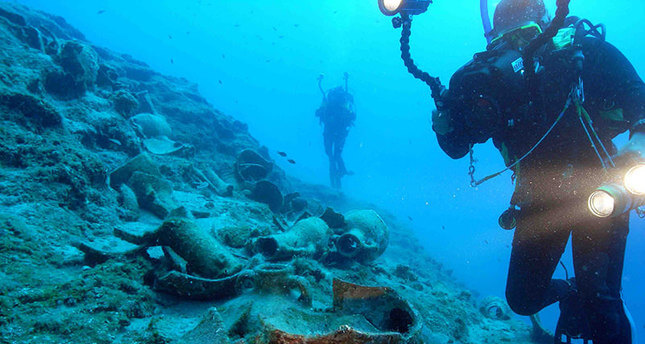 group of Turkish researchers have discovered a 4,000 year-old shipwreck in Marmaris Hisarönü Gulf in the Mediterranean