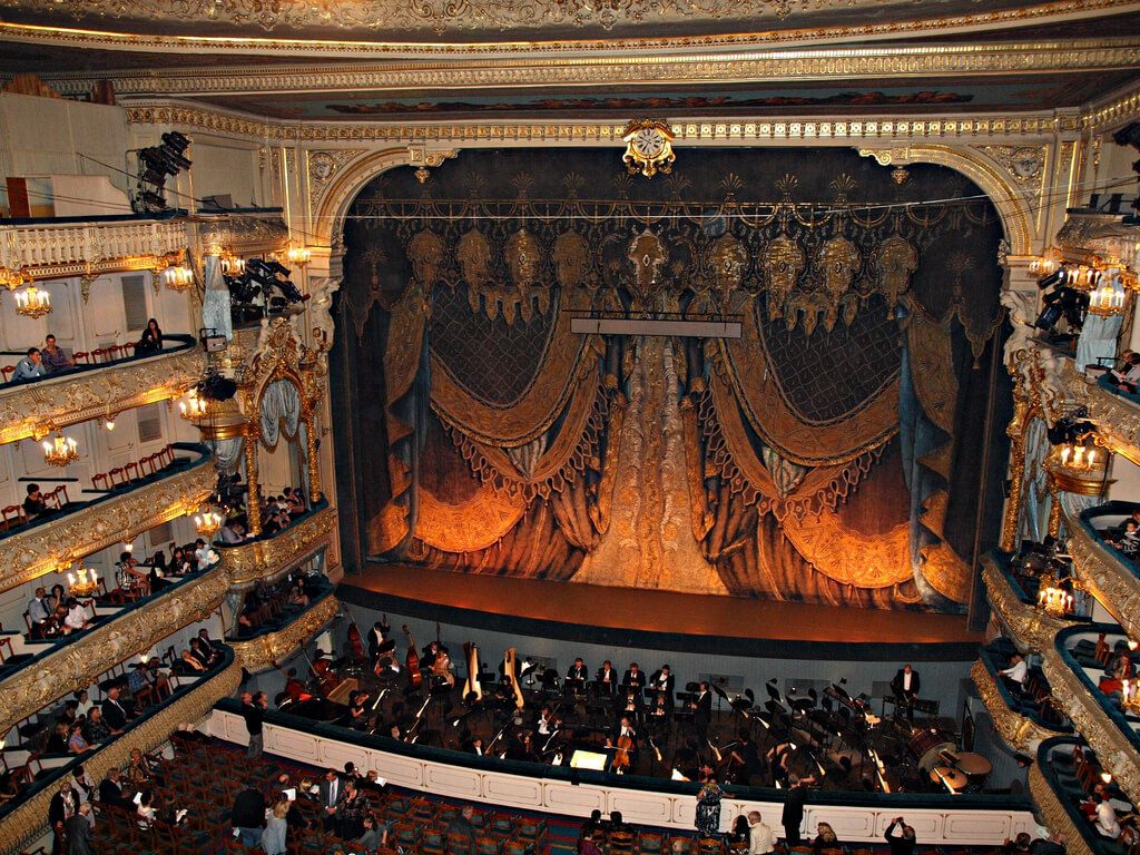 mariinsky-theater-in-st-petersburg-russia