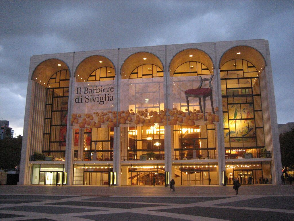 metropolitan-opera-house-in-new-york-city-new-york