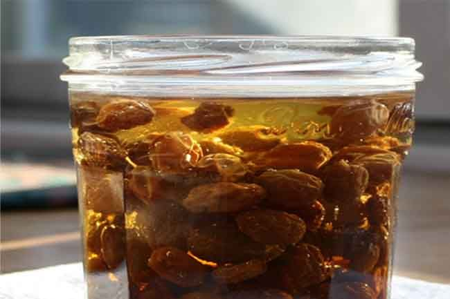 The Health Benefits Of Raisin Water