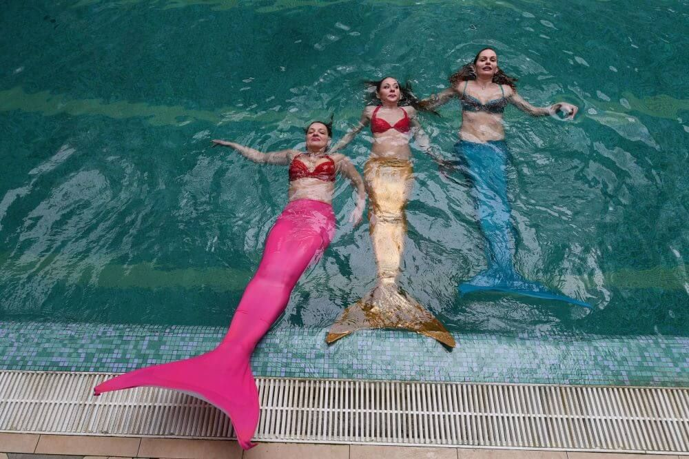 A New Type Of Fitness Trend: Mermaid Swimming