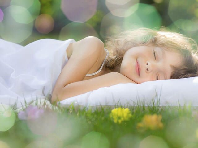 sleeping-dreaming-child_si-1