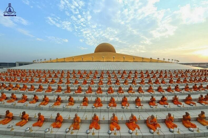 Wat Phra Dhammakaya: The Magnificent UFO Shaped Buddhist Temple