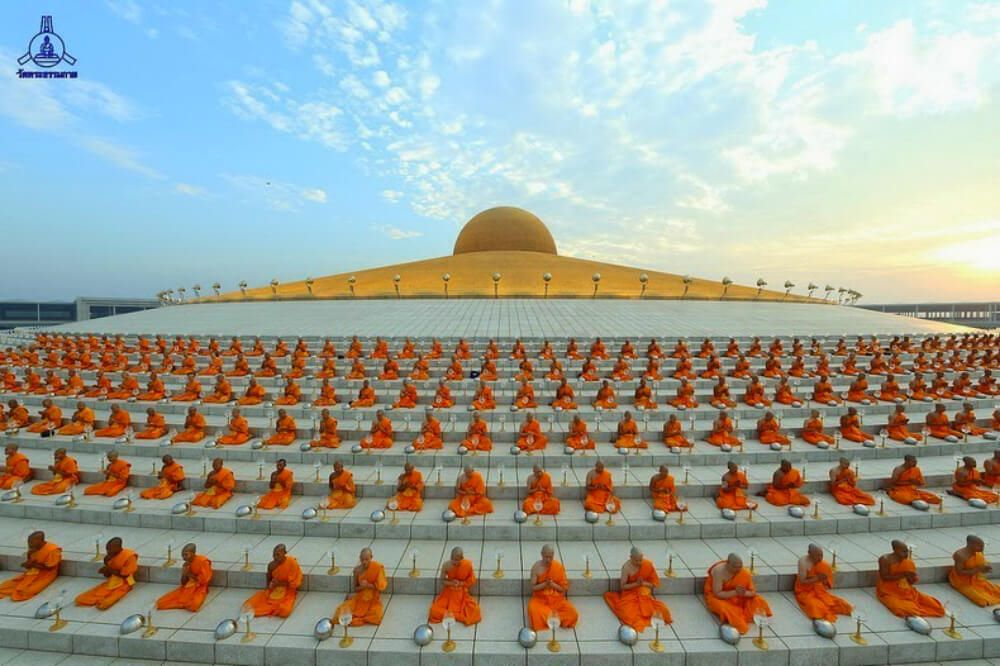 Wat Phra Dhammakaya The Magnificent Ufo Shaped Buddhist Temple