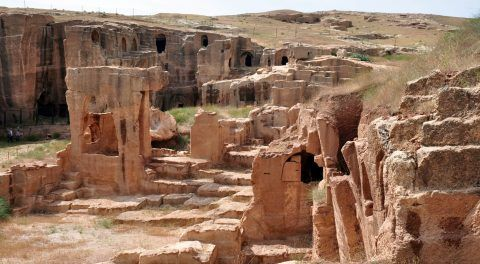Mesopotamian Ruins Of Dara: Walking Through The City Of Dead