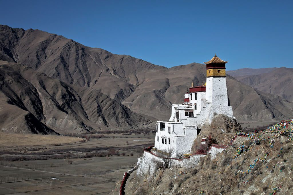 10 World's Most Unique Buddhist Monasteries